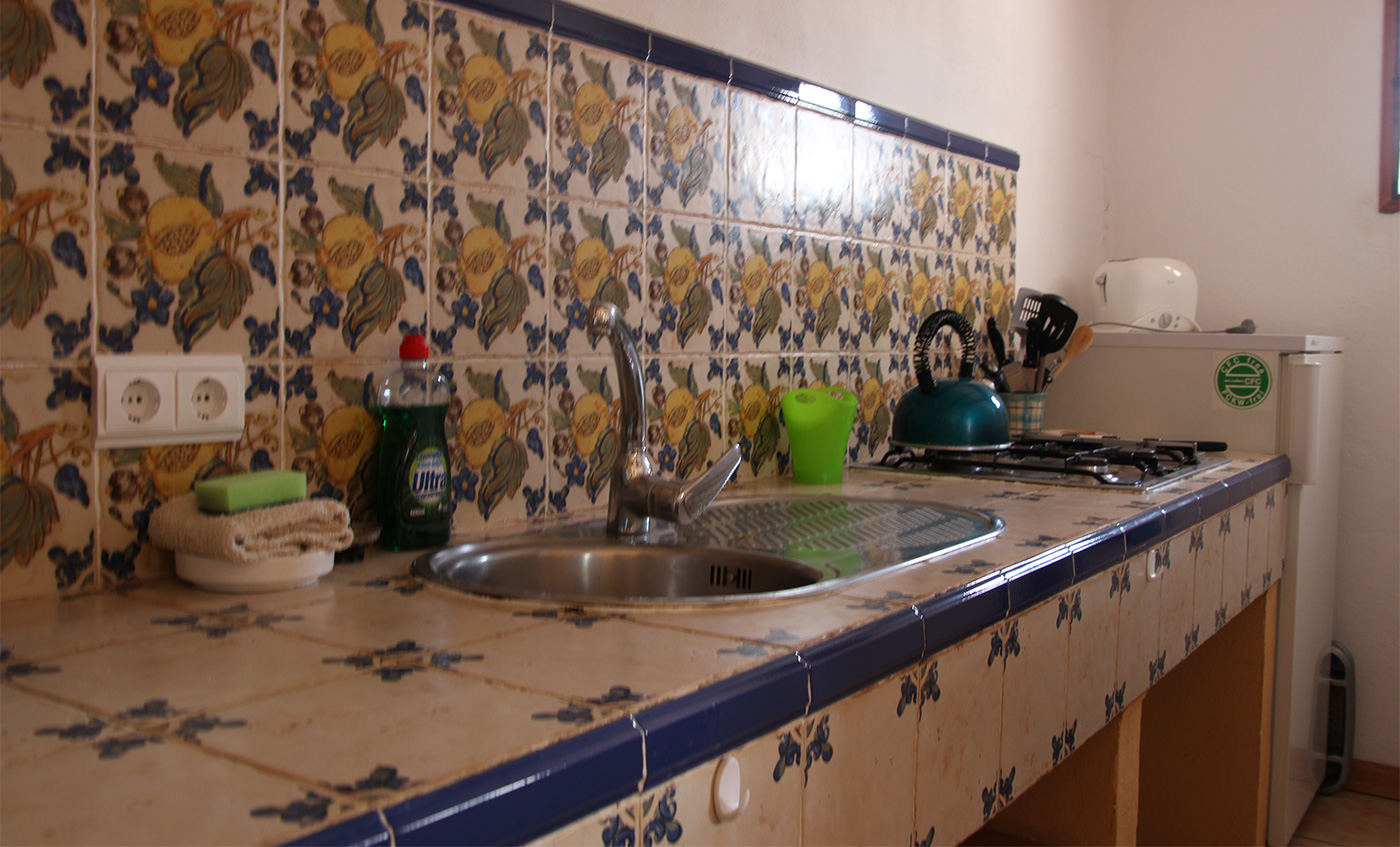 Casa el Balcon Is an apartment suitable for 2 people. Entrance through a hallway. Spacious living room, kitchen in characteristic, atmospheric Spanish style. The kitchen is fully equipped for cooking. The… Continue Reading..